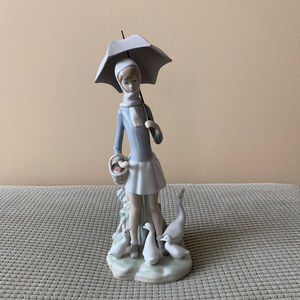 Lladro Girl With Geese & Umbrella